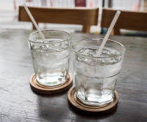 Two glasses of water with ice